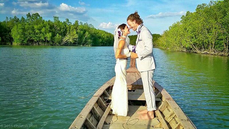 Noivos-se-casam-38-vezes-em-12-países-diferentes-barco-tailandia-8