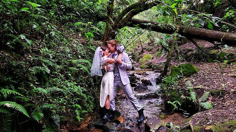 Noivos-se-casam-38-vezes-em-12-países-diferentes-colombia-14