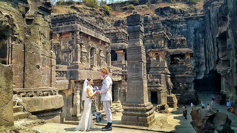Noivos-se-casam-38-vezes-em-12-países-diferentes-maharashtra-india-3