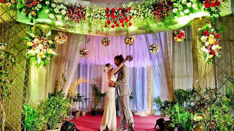 Noivos-se-casam-38-vezes-em-12-países-diferentes-mumbai-india-7