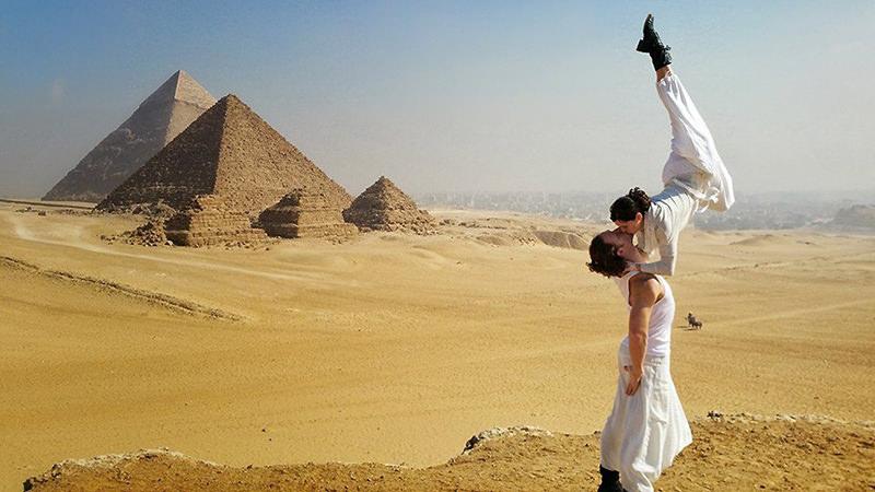 Noivos-se-casam-38-vezes-em-12-países-diferentes-piramides-egito-16
