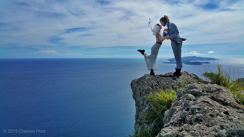 Noivos-se-casam-38-vezes-em-12-países-diferentes-waya-island-fiji-11