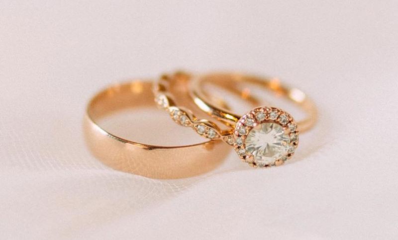 aliancas-casal-anel-de-noivado-ouro-rose