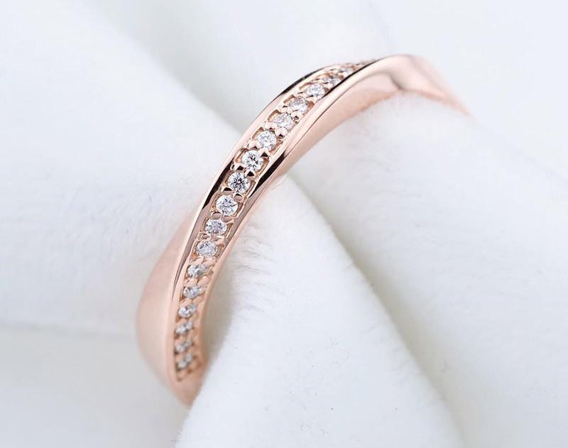 anel-de-matrimonio-torcido-diamantes-ouro-rose