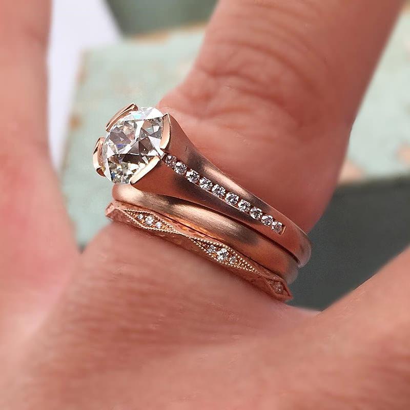 anel-de-noivado-aparador-alianca-em-ouro-rose