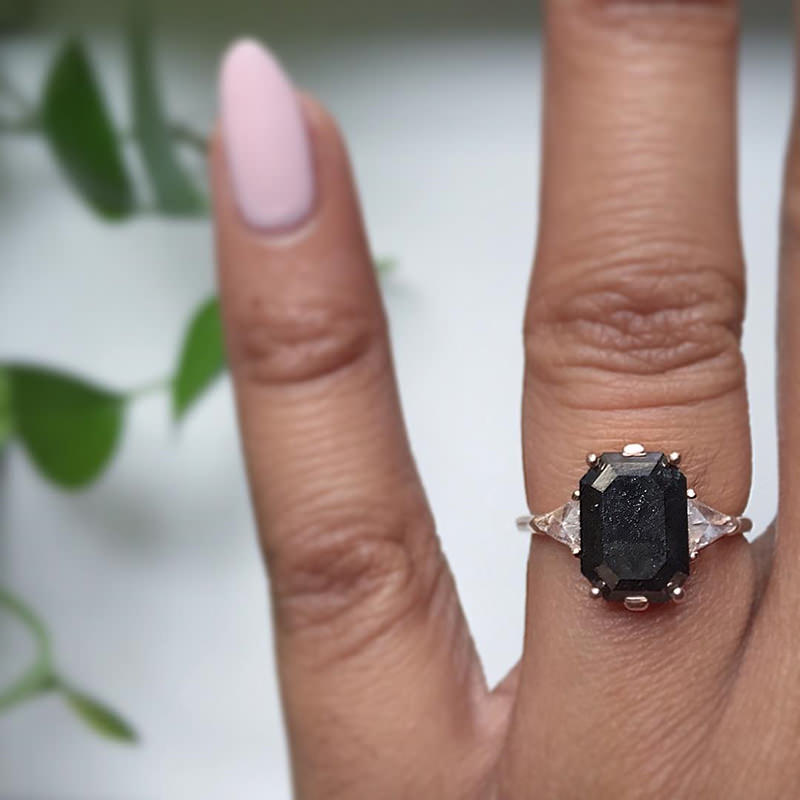 anel-de-noivado-diferente-diamante-negro