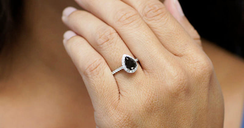 anel-de-noivado-em-ouro-branco-com-diamante-negro