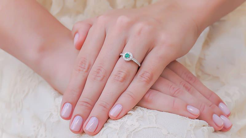 anel-de-noivado-esmeralda-casamento-greenery