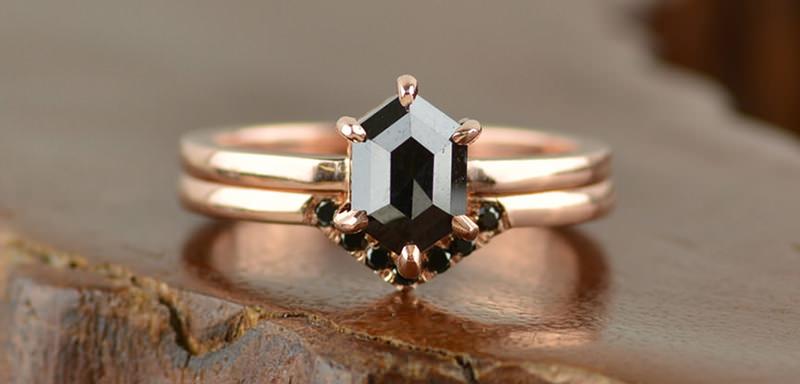 anel-de-noivado-estilo-vintage-noiva-exuberante
