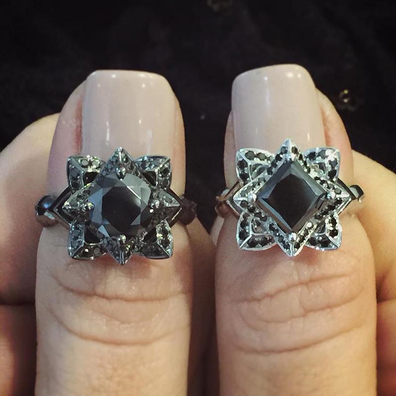 anel-formato-lotus-pedido-de-casamento-diamante-preto