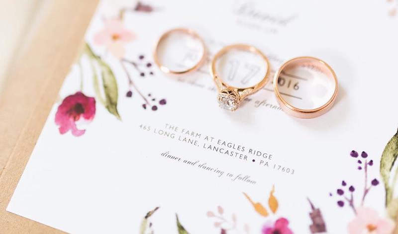 oto-oficial-do-casamento-aliancas-de-casamento-anel-de-noivado-ouro-rose-no-convite