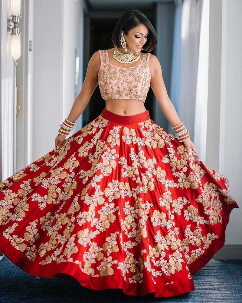 casamento-indiano-noiva-com-saree-vermelho-com-estampas
