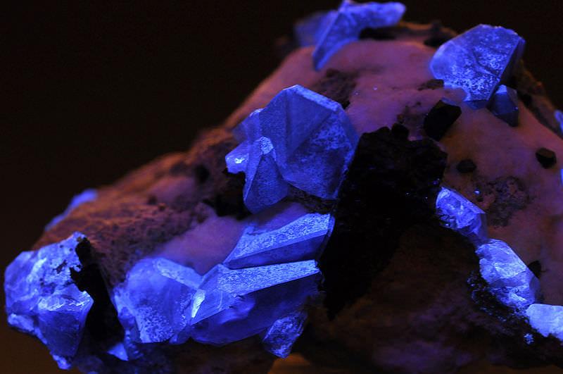 pedras-preciosas-mais-raras-Benitoíte