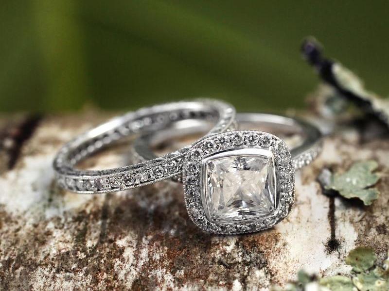 22-anel-de-noivado-brilliant-earth-ouro-branco-diamante