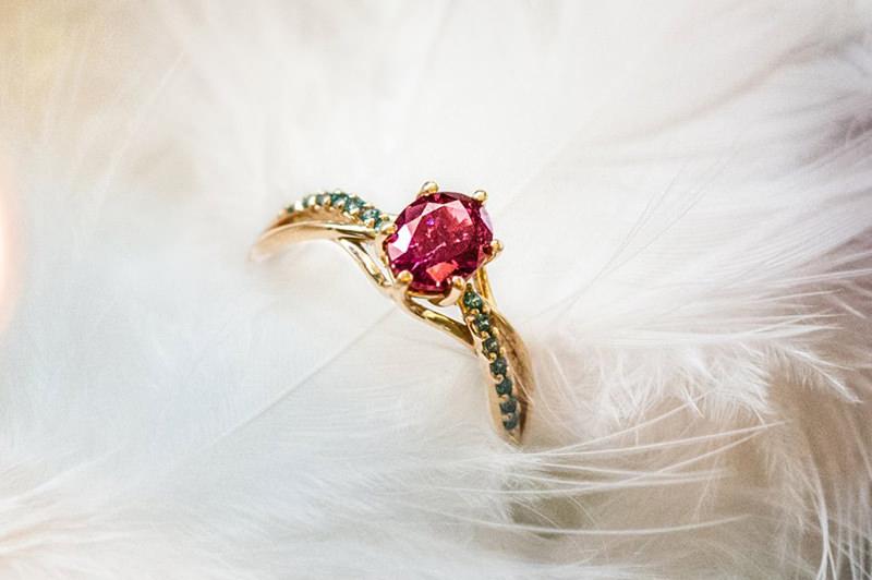 24-anel-de-noivado-rubi