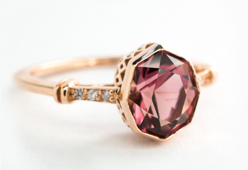 anel-de-noivado-deslumbrante-rubi