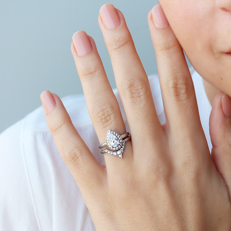 anel-de-noivado-gota-ouro-branco-diamante