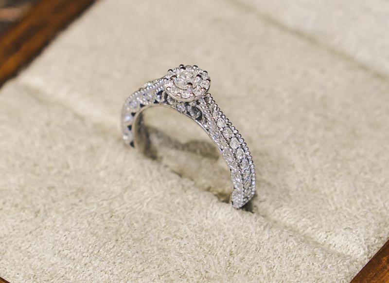 anel-de-noivado-ouro-branco-poesie-diamantes