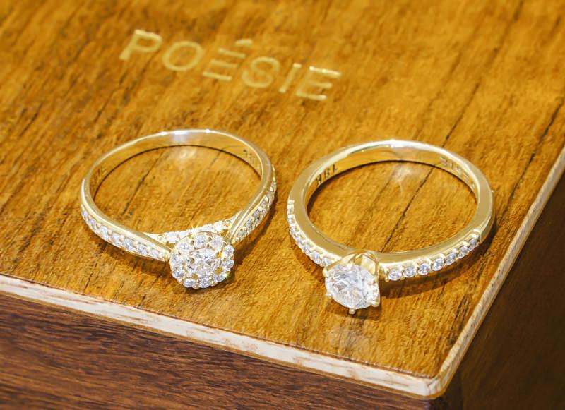 anel-de-noivado-poesie-joias-diamante-solitario-ouro-amarelo