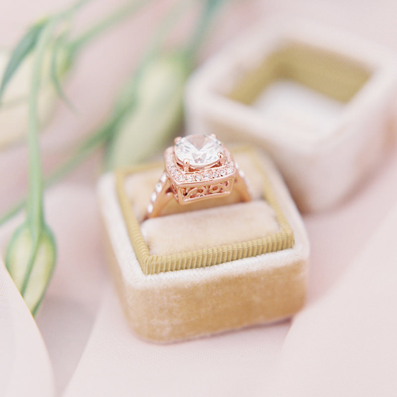 anel-de-noivado-ouro-rose-diamante-robusto-e-delicado