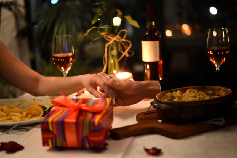 enoivado-jantar-noivado-simples