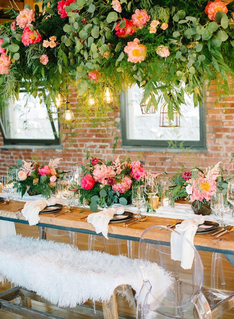 centro-de-mesa-folhagens-e-flores