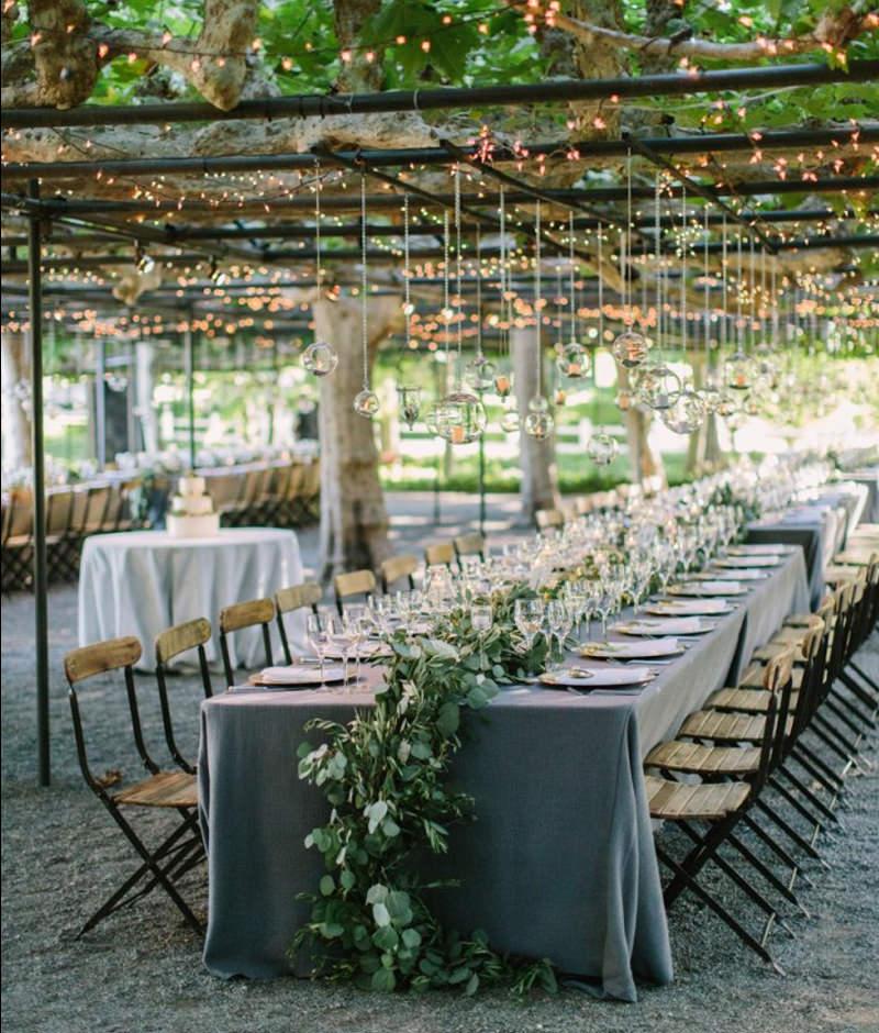 mesa-de-centro-decorada-para-casamento-ao-ar-livre