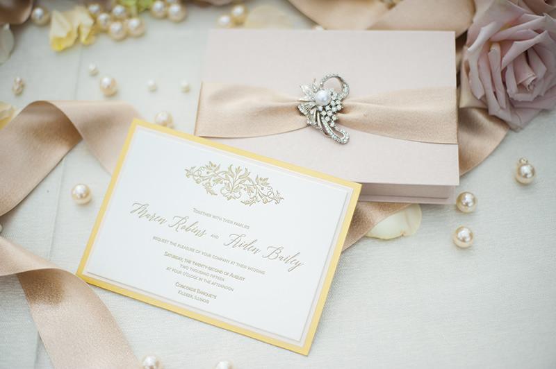 2-convite-de-casamento-letras-douradas