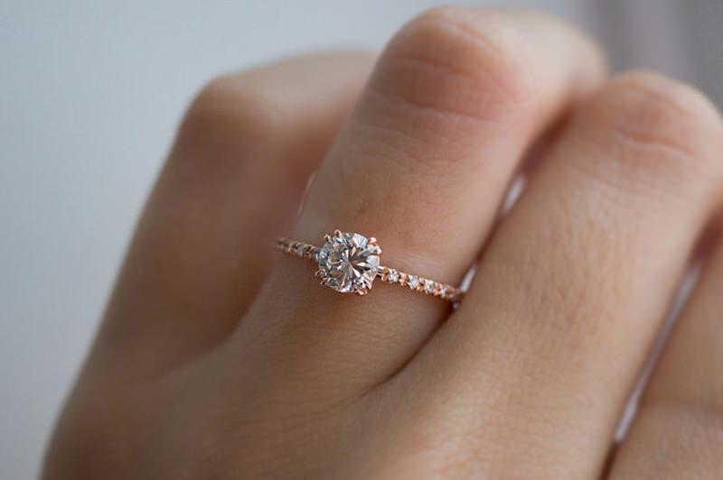 anel-de-noivado-delicado-e-classico