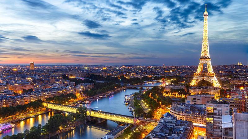 torre-eiffel-rio-sena-franca-viagem-romantica-em-paris