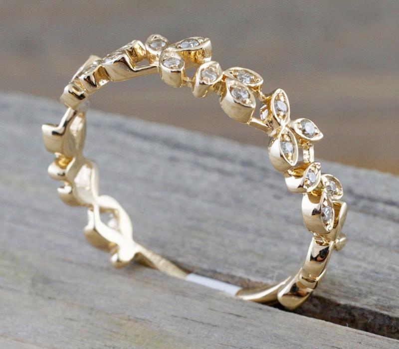05-alianca-feminina-ouro-amarelo-com-diamantes