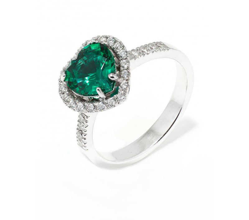 alianca-de-noivado-com-diamantes-e-detalhe-central-em-formato-de-coracao-de-esmeralda-em-ouro-branco