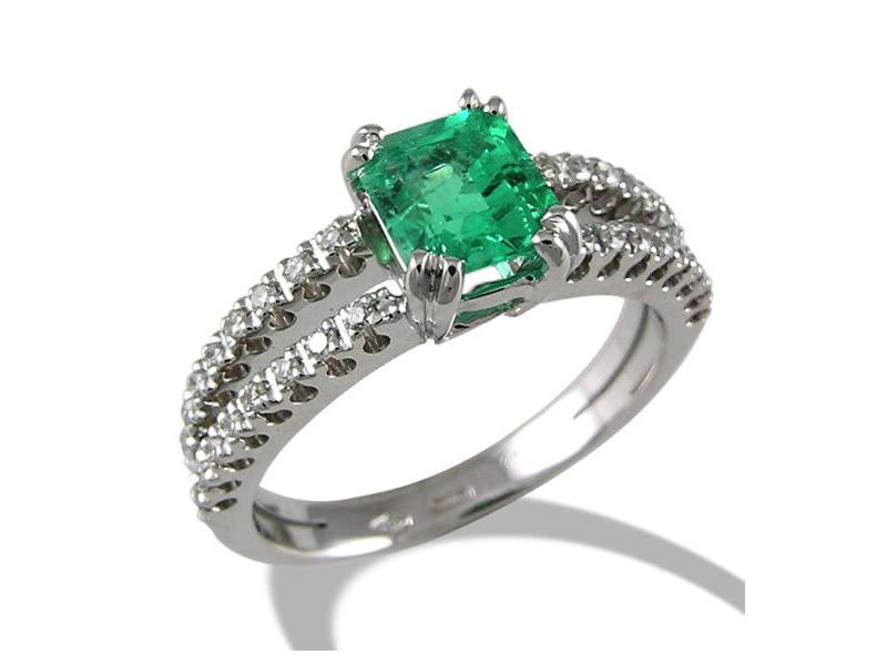 alianca-de-noivado-com-diamantes-e-detalhe-em-esmeralda-ouro-branco