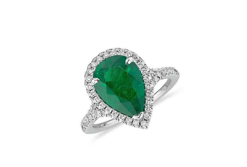 alianca-de-noivado-com-esmeralda-gota-e-diamantes-ouro-branco