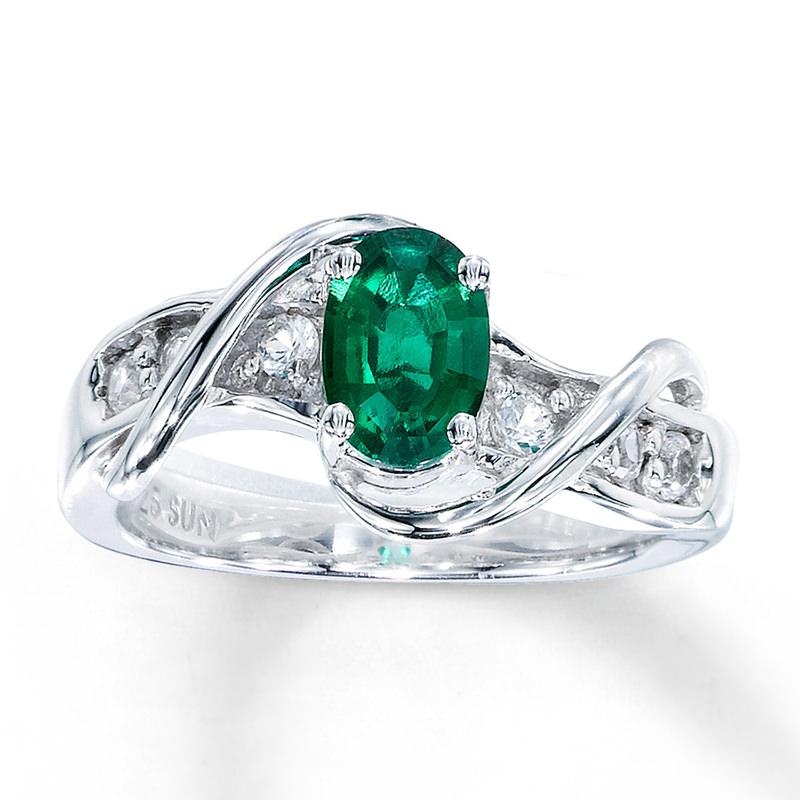 alianca-de-noivado-estilizada-com-diamantes-e-detalhe-em-esmeralda-ouro-branco