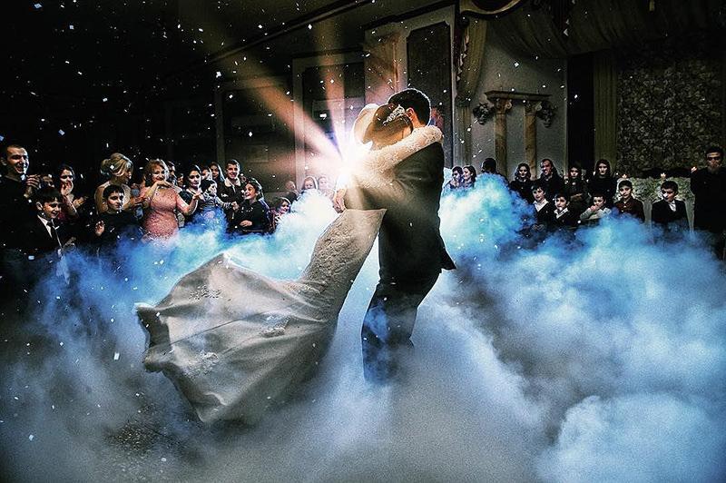 126-incriveis-fotos-de-casamento-que-parecem-obras-de-arte-casando-em-um-lugar-paradisiaco-nuvem-danca-dos-noivos