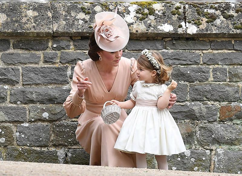 14-princesa-charlotte-com-dama-de-honra
