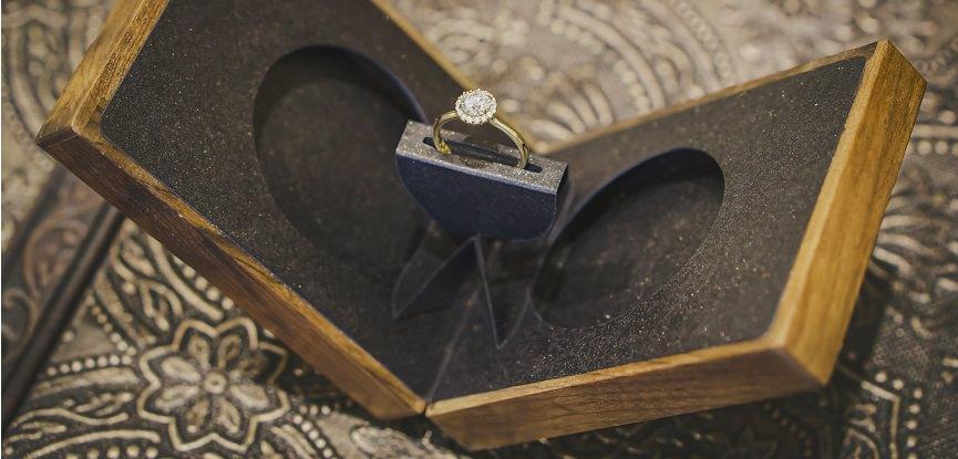 caixa-de-madeira-para-pedido-de-casamento-anel-de-noivado-essenza-estojo-origami-capa_mini
