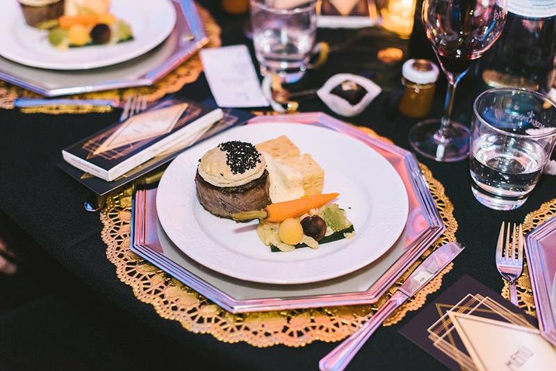 mesa-de-casamento-inspirada-na-art-deco-prato-principal-casamento-34