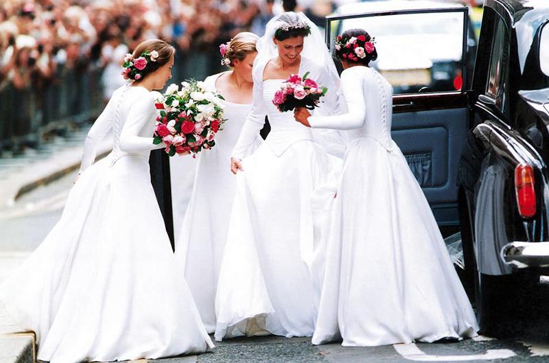 02-lady-sarah-e-damas-de-honra-de-branco