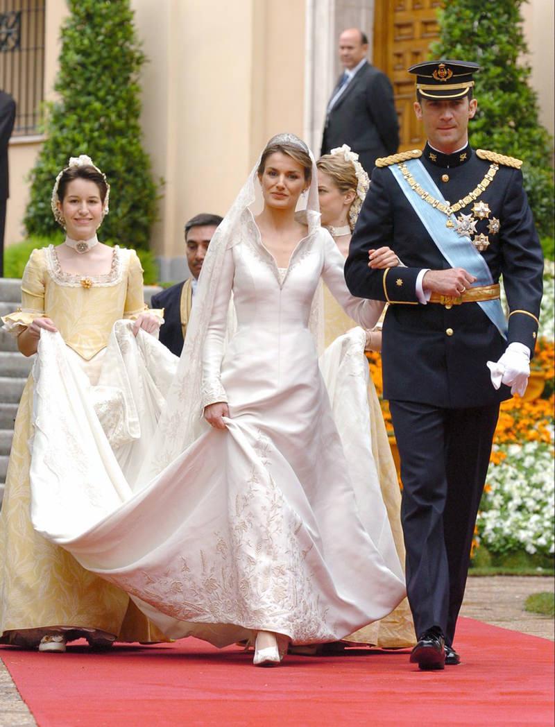 06-vestido-de-noiva-da-rainha-Letizia-da-espanha