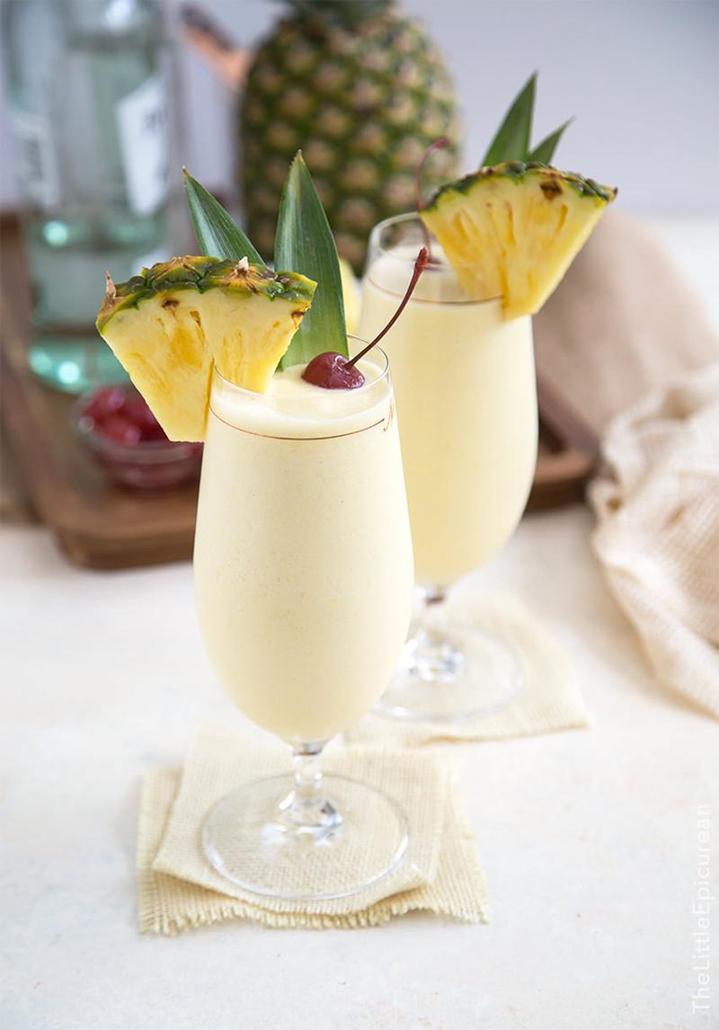 Pina-Colada-drink-classico-com-abacaxi