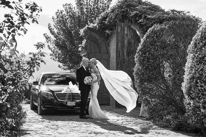 carro-de-casamento-moderno-carro-de-luxo-para-noivos-5a