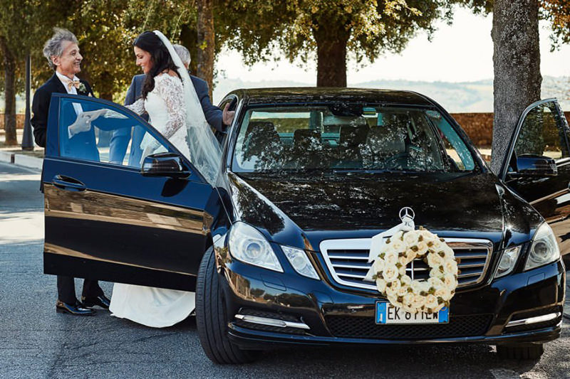 casando-de-mercedes-benz-casamento-com-carro-de-luxo-11a