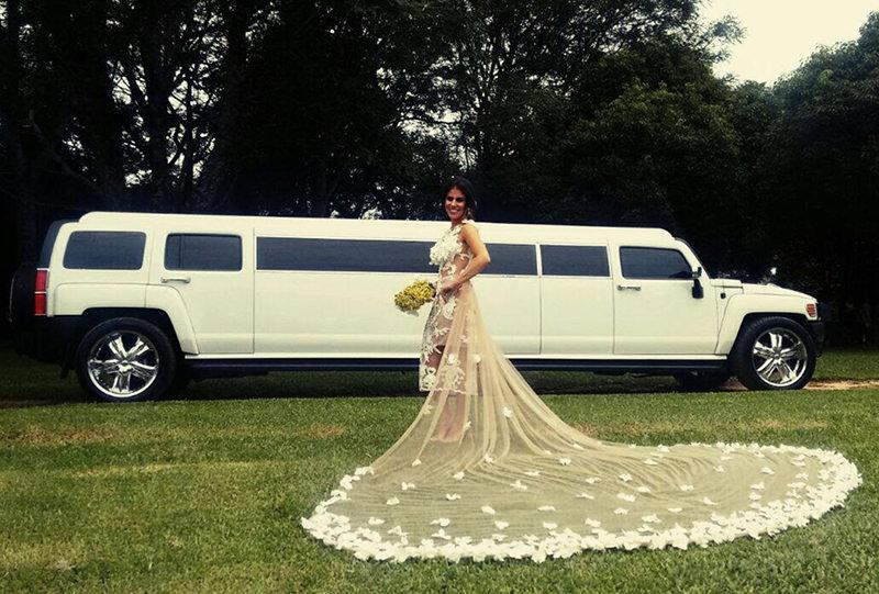 limousine-gigante-para-festa-de-casamento