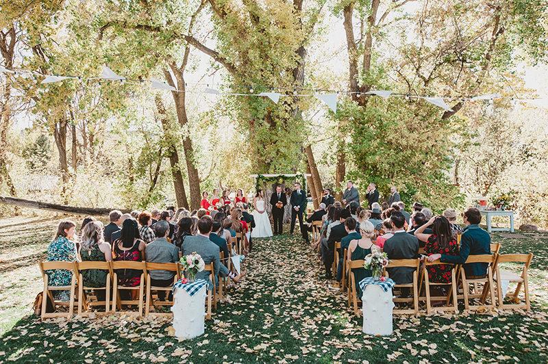 02-cerimonia-de-casamento-simples-ao-ar-livre-na-fazenda