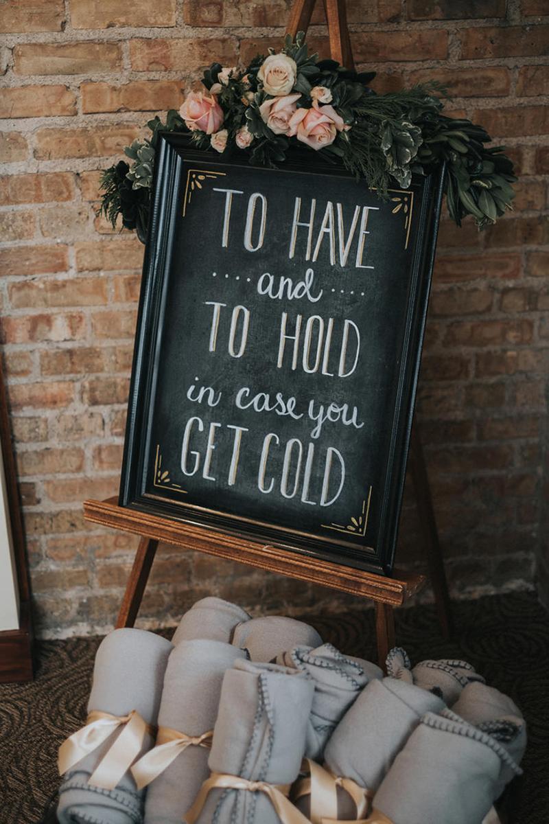 03-coberta-para-os-convidados-nao-sentirem-frio-na-festa-de-casamento