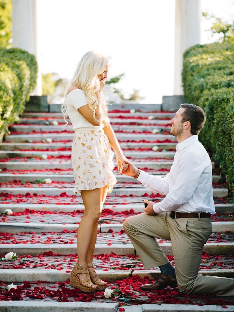 03-escada-decorada-com-petalas-de-rosas