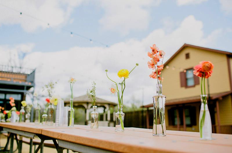 17-decoracao-de-casamento-garrafas-com-flores