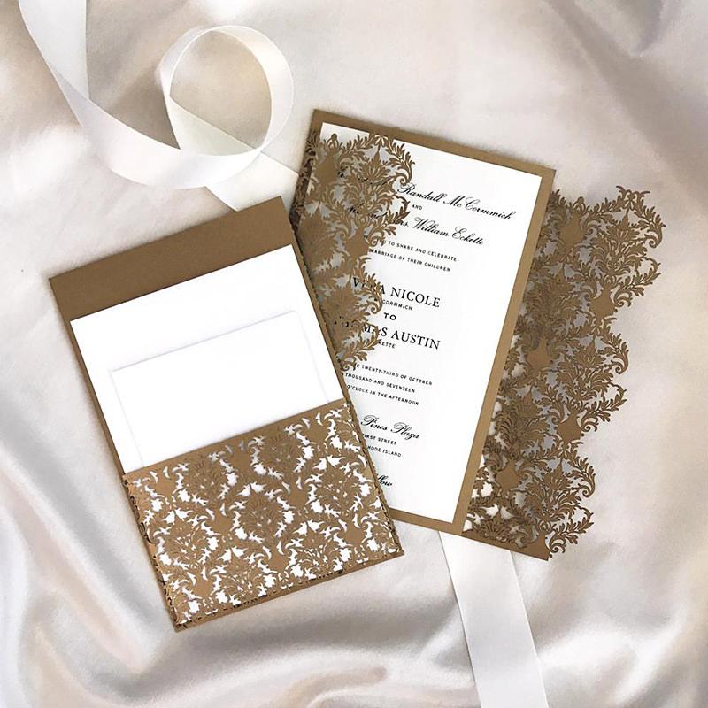 22-convite-de-casamento-marrom-com-detalhes-em-corte-a-laser